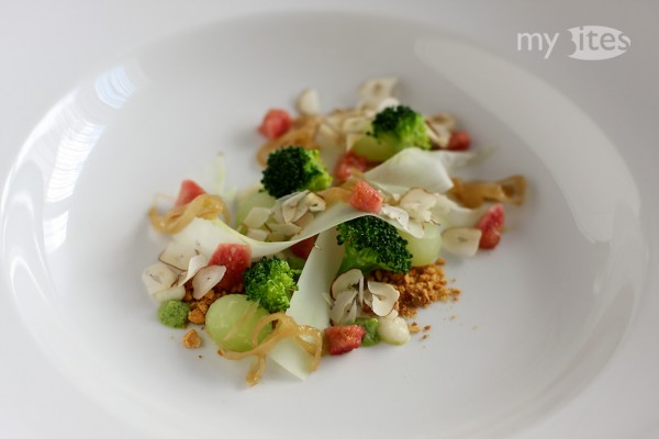 Kohlrabi with Broccoli, Peanut and Fig