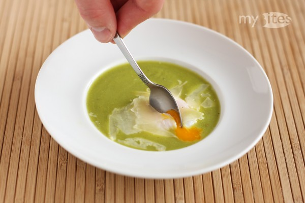 Poached Egg with Grilled Asparagus Sauce